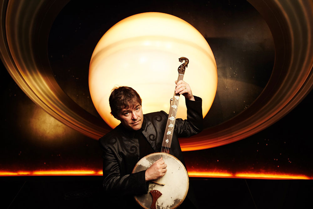 Béla Fleck with banjo